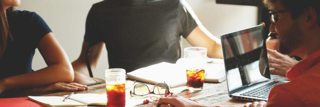 Stående møter har vist seg å nudge effektive møter.